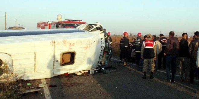 İşçileri taşıyan servis devrildi: 2 ölü