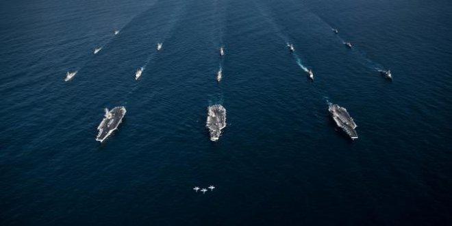 Kuzey Kore nöbetindeki ABD uçak gemileri savaş pozisyonunda