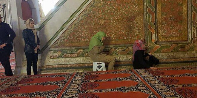 Meral Akşener'in namaz kıldığı Eski Cami'deki tarihi ayrıntı