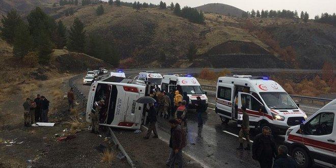 Elazığ'da yolcu otobüsü devrildi: 2 ölü