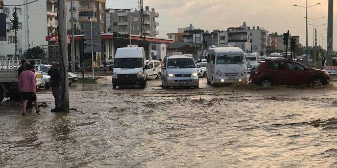 Mersin'de şiddetli yağış ve dolu etkili oldu