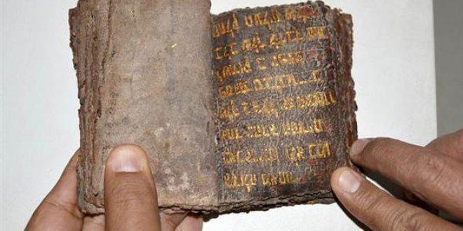 700 yıllık altın yazmalı Tevrat