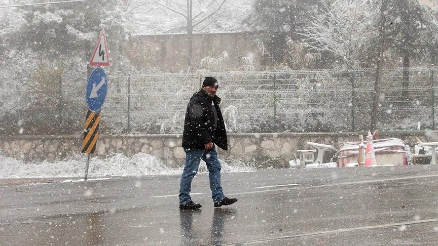 Kırklareli'nde kar yağışı başladı
