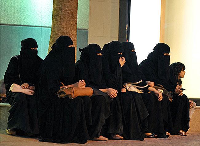 IŞİD'lilerle evlenen kadınlar sınır dışı ediliyor
