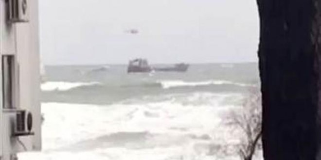 Bartın'da kuru yük gemisi sürükleniyor