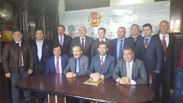 İyi Parti Trabzon İl Başkanlığı basınla bir araya geldi