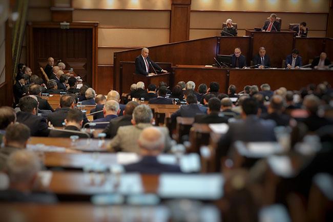 İBB Meclis toplantısında CHP'liler salonu terk etti