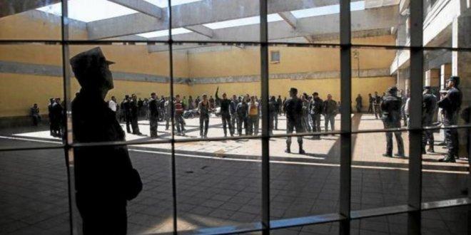 İspanya'da göçmenleri cezaevine yerleştirdi