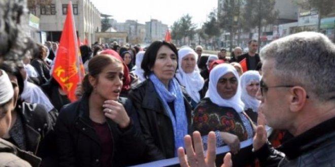 HDP'li Ayşe Başaran, terörist cenazesinde!