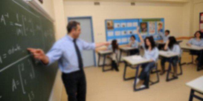 Öğretmenler maddi sıkıntı ve işten atılma kaygısı yaşıyor