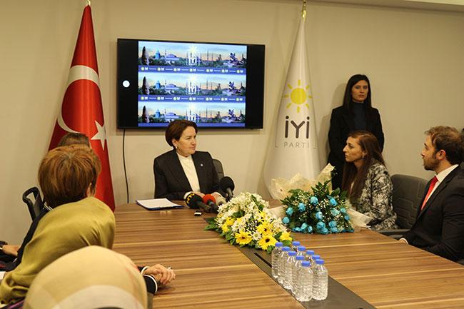 Meral Akşener atanamayan öğretmenlerle bir araya geldi