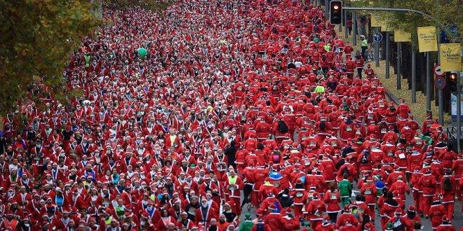 Madrid'de binlerce kişi Noel Baba koşusuna katıldı!