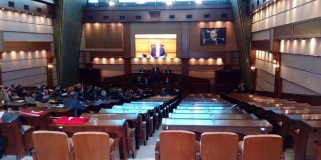 İBB Meclisi'nde protesto! Salonu terk ettiler...