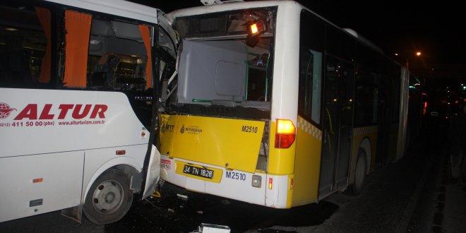 Servis aracı İETT otobüsüne çarptı