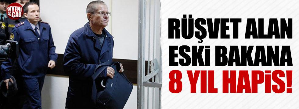 Rusya'da eski Bakana rüşvet almaktan 8 yıl hapis cezası
