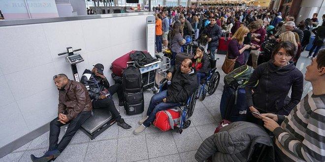 Binlerce yolcu mahsur kaldı