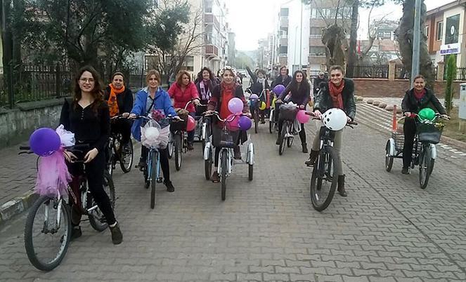 'Tahrik oluyoruz' çıkışının ardından bisikletli kadınlar o ilçeye gitti