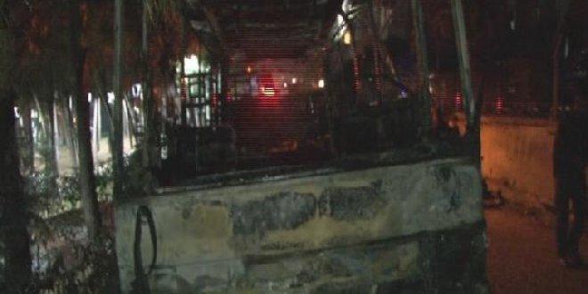Ümraniye'de midibüs yandı
