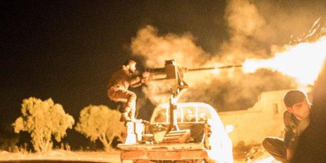 Afrin sınırındaki Azez'de muhalifler eli tetikte