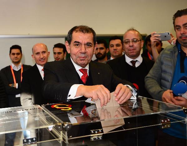 Galatasaray'da başkan adayları oylarını kullandılar