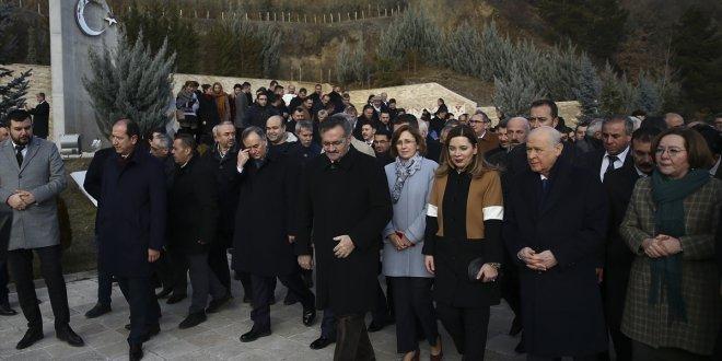 Bahçeli'den Ülkücü Şehitler Anıtı'na ziyaret