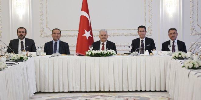 Başbakan Yıldırım medya temsilcileriyle bir araya geldi