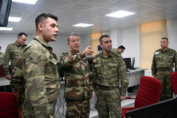 Org. Akar, birlikleri denetledi