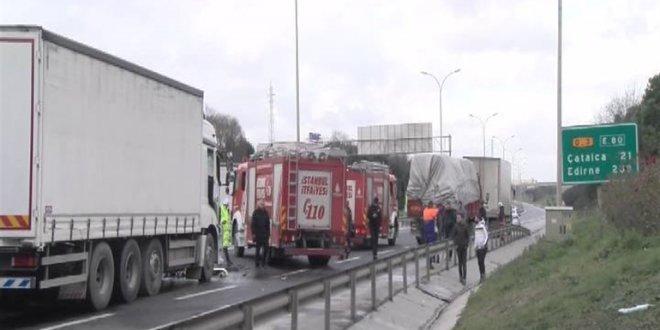 TEM'de kaza! Yol trafiğe kapandı