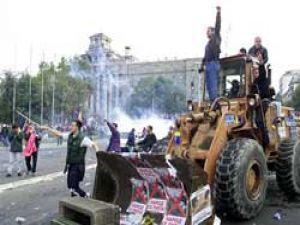 Komünizmi deviren buldozer satılıyor