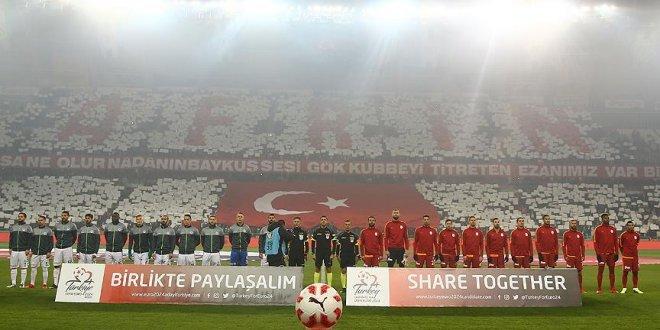 Konyaspor taraftarlarından Mehmetçik'e destek