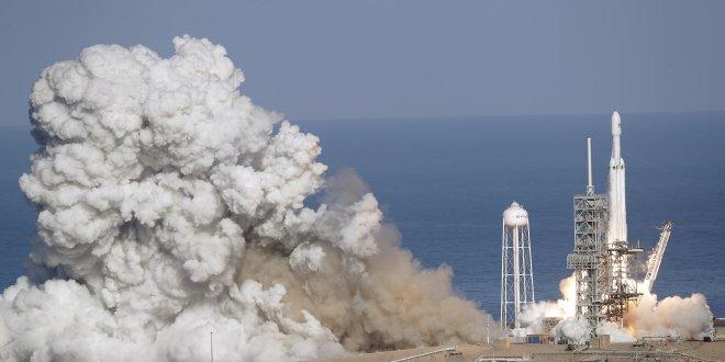 Falcon Heavy'nin maliyeti NASA'nın roketlerinden yüzde 50 daha ucuz