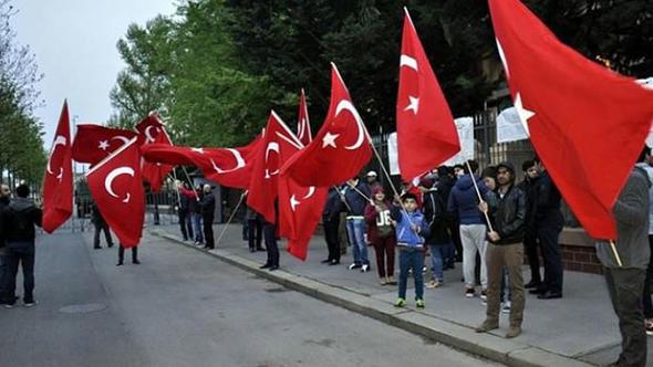 Macaristan'da PKK'lılara Türklerden engel