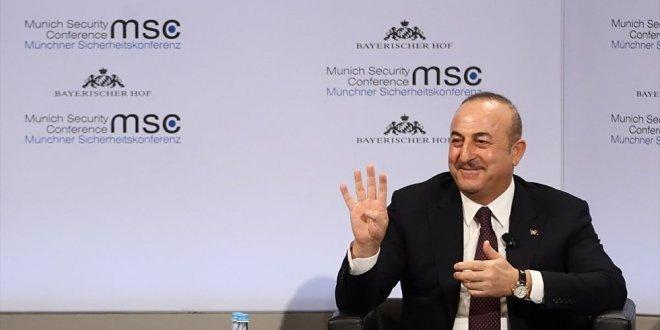 """Çavuşoğlu: """"Bunlar suni şeyler... Bizde referandum, onlarda seçim vardı"""""""