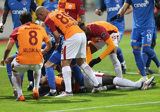 Batefimbi Gomis maçta bayıldı