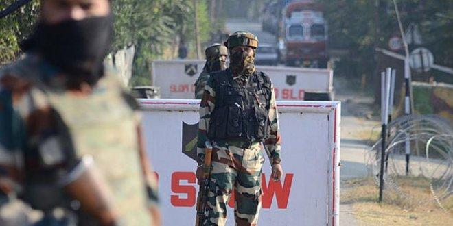 Hindistan'da bombalı saldırı:4 ölü