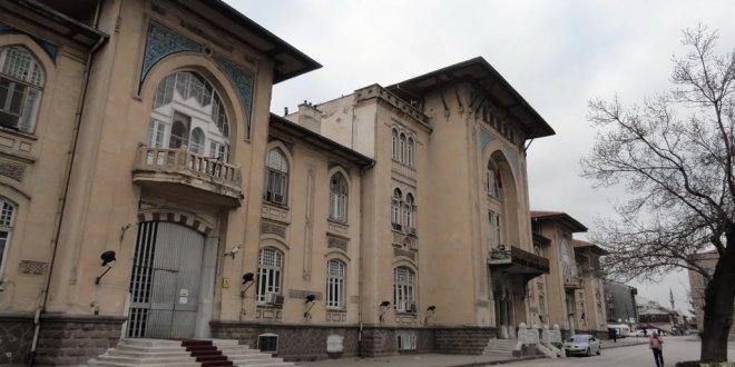 Devlet üniversitesinde vatan haini adına müze!
