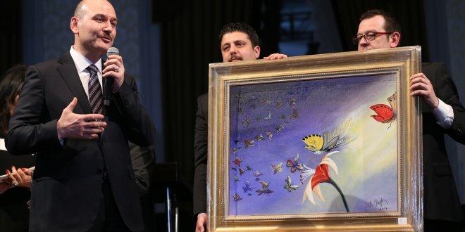 Soylu'nun kelebek hastaları için yaptığı resim 500 bin liraya satıldı