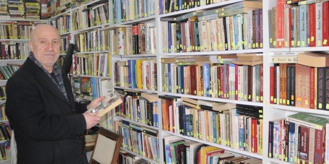 45 yılda 200 bin kitap biriktirdi