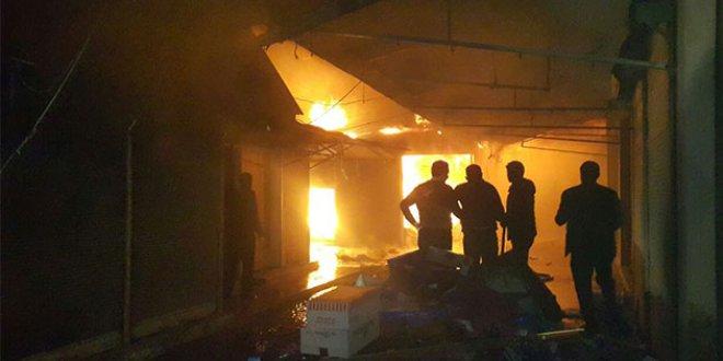 Yangında 25 dükkan kül oldu