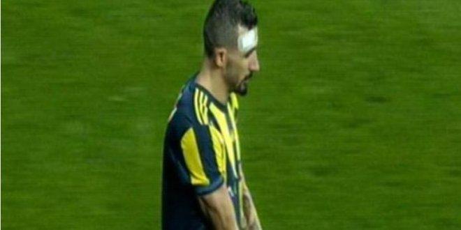 Atılan yabancı cisim Mehmet Topal'ı sakatladı