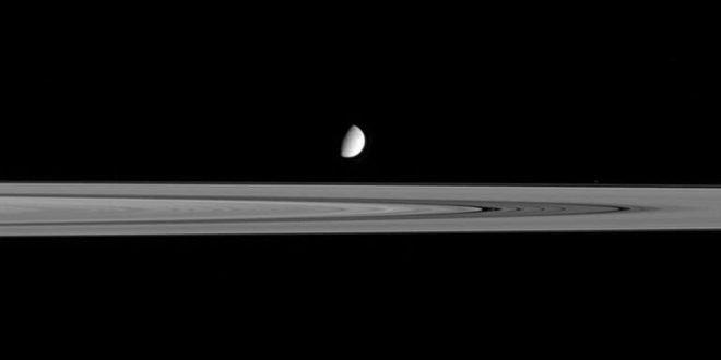 Satürn'ün ayı Enceladus'ta hayat olasılığı artıyor