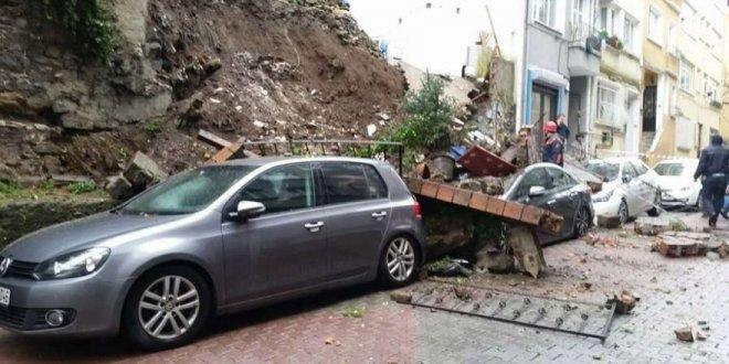 Beyoğlu'nda duvar çöktü