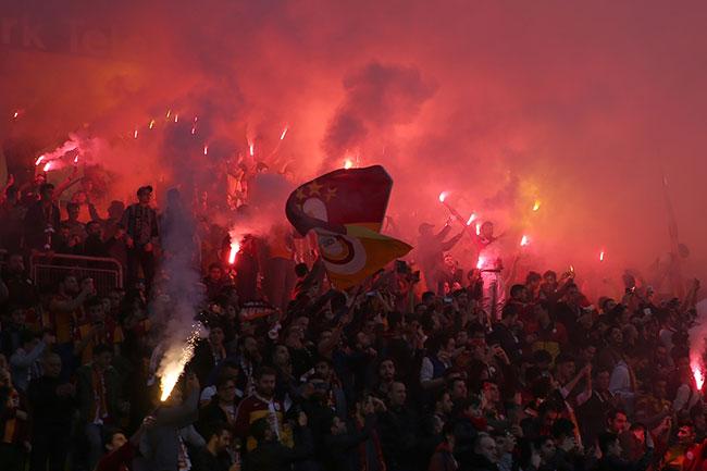 Galatasaray, 25 bin taraftarla antrenman yaptı!