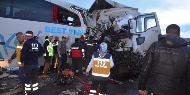 Muş'ta korkunç kaza: 1 ölü, 40 yaralı