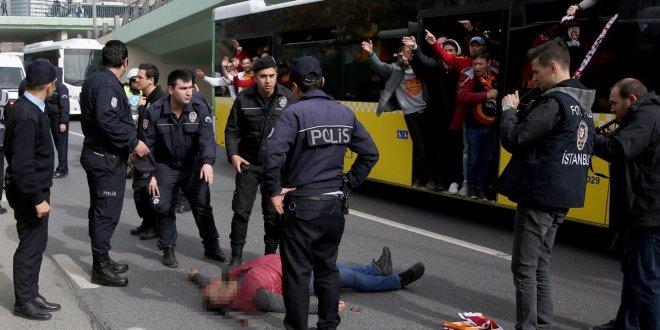 Galatasaraylı taraftar otobüsten düştü