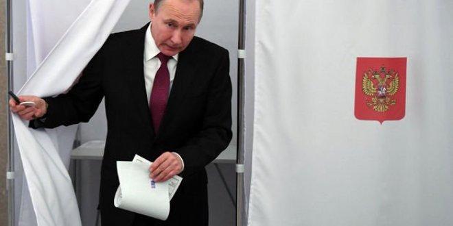 Rusya'da seçimin galibi Putin
