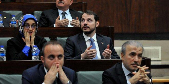 Tuğrul Türkeş, Erdoğan konuşurken Candy Crush oynadı