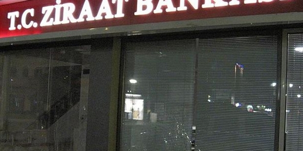 Yunanistan'da Ziraat Bankası şubesine taşlı saldırı