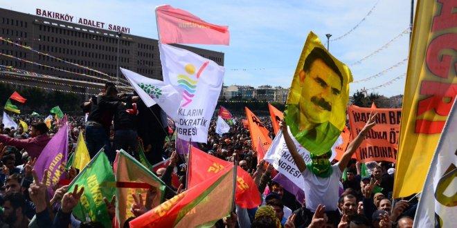 Bakırköy'deki Nevruz programında 'Bebek katili' posterleri