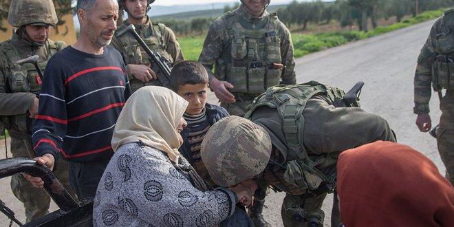 Afrin'de 29 noktada yiyecek ve hijyen paketleri dağıtıldı